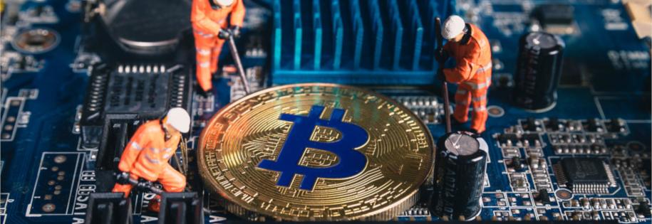 Górnicy wydobywają bitcoiny - minning kryptowalut