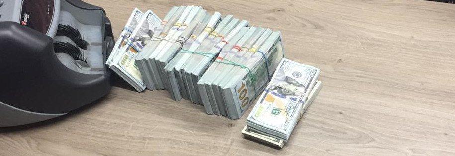 pieniądze zarekwirowane oskarżonym o wypranie 42 mln usd w kryptowalutach - źródło cyberpolice.gov.ua