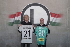 Dariusz Miodulski na zdjęciu promując socios i fan token